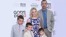 Melissa Joan Hart s manželem Markem Wilkersonem a syny Masonem, Braydonem a Tuckerem