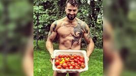 Vašek se svými rajčaty.