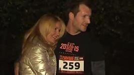 Vendula Pizingerová s manželem, který běžel závod.