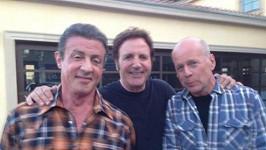 Sylvester Stallone (vlevo) nemůže přijít Bruci Willisovi (vpravo) na jméno.