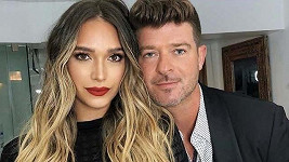 April Love Geary a Robin Thicke mají syna.