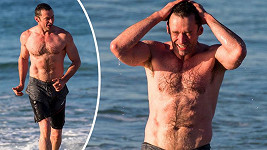 Hugh Jackman ukázal své svaly.