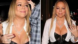 Mariah kromě prstenu ukázala i přetékající prsa.