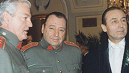 Jaroslav Dufek (uprostřed).