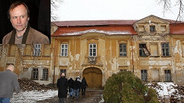 Karel Roden a jeho zchátralý zámek Skrýšov.