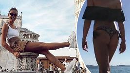 Monika na nejen krásné nohy, ale i pozadí.