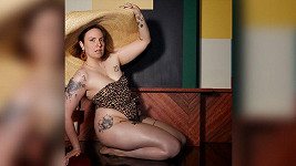 Lena Dunham objektivem Emily Ratajkowski