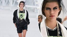 Česká kráska během módní show Chanel