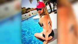 Lucie Borhyová opět potěšila fanoušky svým tělíčkem v plavkách.