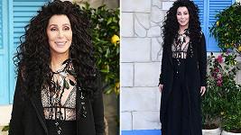 Cher na londýnské premiéře pokračování muzikálu Mamma Mia!