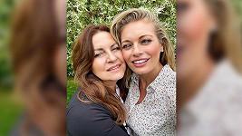 Na fotce vypadají spíš jako sestry.