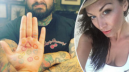 Agáta Prachařová má další tetování...