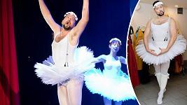 Herec a moderátor se předvede v baletním oblečku.