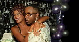 Whitney Houston s Bobby Brownem na archivním snímku.