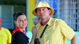 Jaroslav Šmíd s Alžbětou Stankovou ve filmu Doktor od jezera hrochů (2010)