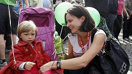 Eliška Kaplicky s dcerou Johankou na pražském půlmaratonu.