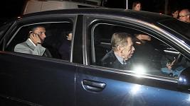 Václav Havel jede na oslavu.