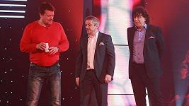 Michal Suchánek (uprostřed) a Richard Genzer (vpravo) při pondělním natáčení nového soutěžního pořadu Máš minutu!