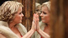 Iveta Bartošová se asi ptá zrcadla, proč ji nikdo nemá rád a nevydrží s ní.