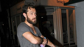Jude Law si musel kvůli roli nechat narůst plnovous.