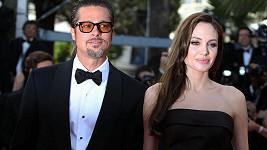 Brad Pitt s Angelinou Jolie na filmovém festivalu v Cannes.