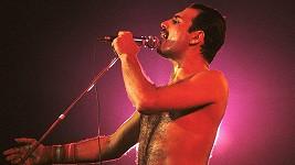 Freddie Mercury na londýnského koncertu ve Wembley v roce 1986