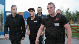 Mezi ochrankou se Jean Claude van Damme ztrácel, Jaro Slávika měl za zády.