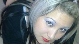 Osmnáctiletá Nikol se snaží své panenství prodat na internetu.