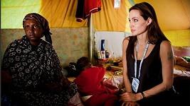 Angelina Jolieová v uprchlickém táboře Šuša.