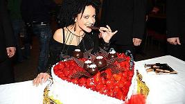 Lucie Bílá k narozeninám dostala dort ve tvaru srdíčka, které ji symbolizuje