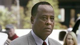 Conrad Murray byl shledán vinným.