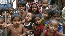 Indie dlouhodobě bojuje s přelidněním, lékaři se snaží obyvatele přimět ke sterilizaci vidinou hmotných darů.