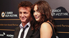 Zamilovaný pár Sean Penn a Shannon Costello v Curychu.
