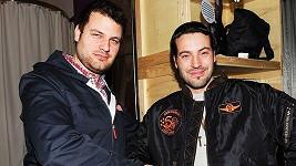 """Václav """"Noid"""" Bárta (vpravo) a Petr Svoboda právě uzavřeli spolupráci. Noid bude propagovat Svobodův obchod s oblečením."""