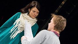 Jana Stryková během zkoušky. Na snímku s Kryštofem Hádkem.