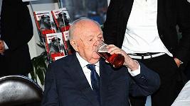 Otakar Vávra má i ve sta letech stále chuť na pivo.
