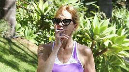 Melanie téměř nejí, kouří a přehání to s cvičením.