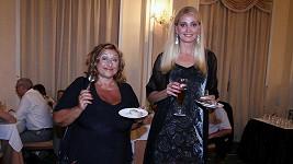 Halina se kamarádí s Yvettou.