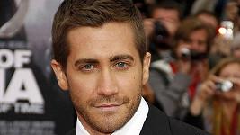 Drzost některých fanoušků nezná mezí, focení u pisoáru zažil herec Jake Gyllenhaal.