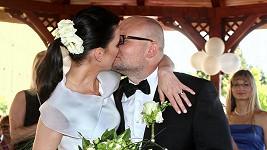 Novomanželské políbení.