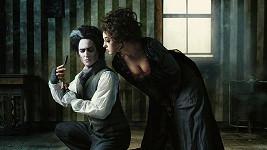 Saša Rašilov jak ďábelský holič Sweeney Todd se svojí filmovou družkou Vandou Hybnerovou.
