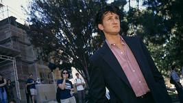 Zdrcený Sean Penn.
