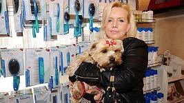 Hana Krampolová s yorkšírským teriérem Žanetkou na výročí psího salonu