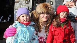 Ivana Gottová s dcerkami Charlottkou a Nelly na horách