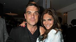 Robbie Williams se svou krásnou manželkou Aydou Field.