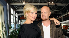 Simona si s manželem Karlem nenechali prozradit pohlaví dítěte.