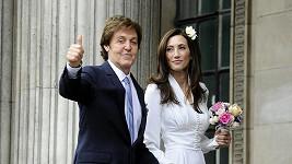 Paul McCartney se potřetí oženil.