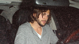 Ashton Kutcher vypadal jako bezdomovec.