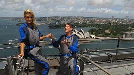David Hasselhoff žádá Hayley Roberts potřetí o ruku.