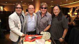 Legendární kapela Olympic ani po smrti Milana Peroutky (vpravo) nekončí.